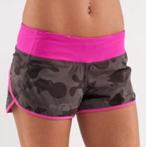 🦄 RARE Lululemon Wren Camo Paris Pink Speed Short